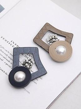 [YY-BR033] Pearl Flower Leather Brooch
